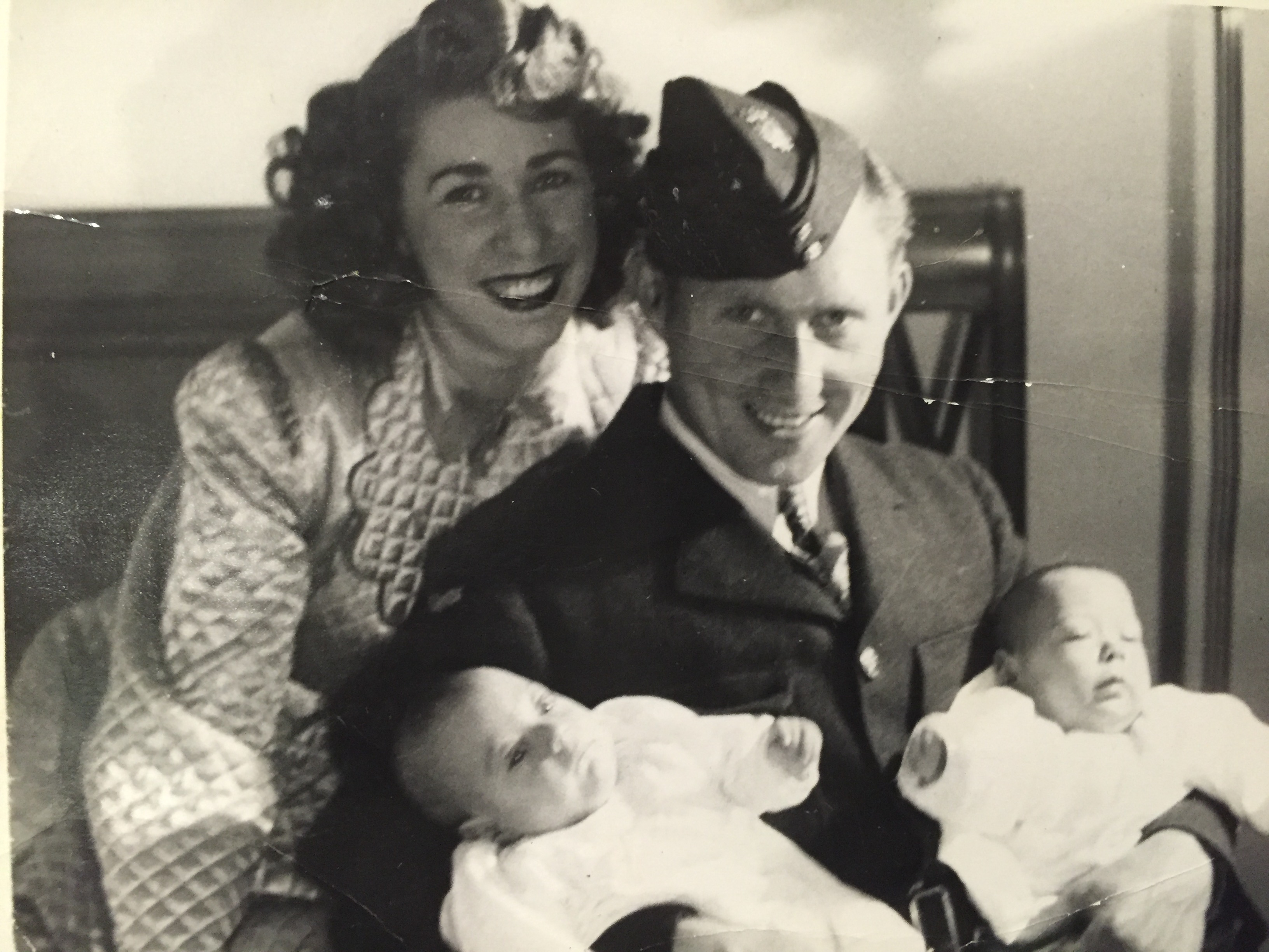 """Womb-mates"" Jay and Ed Keystone with their parents in 1943"